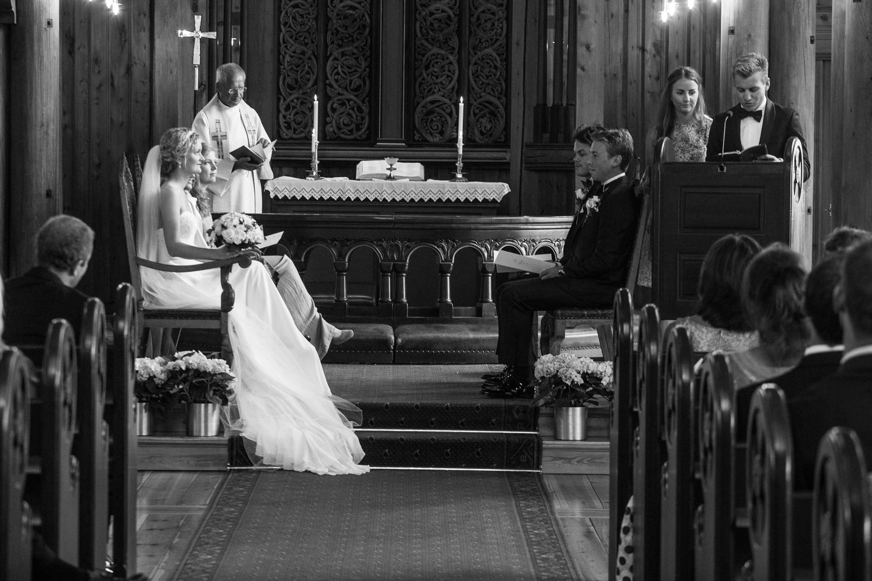 290815_fausko_holmenkollenkapell_øvresetertjern_lysebu_nina&kristian_bryllup-8.jpg