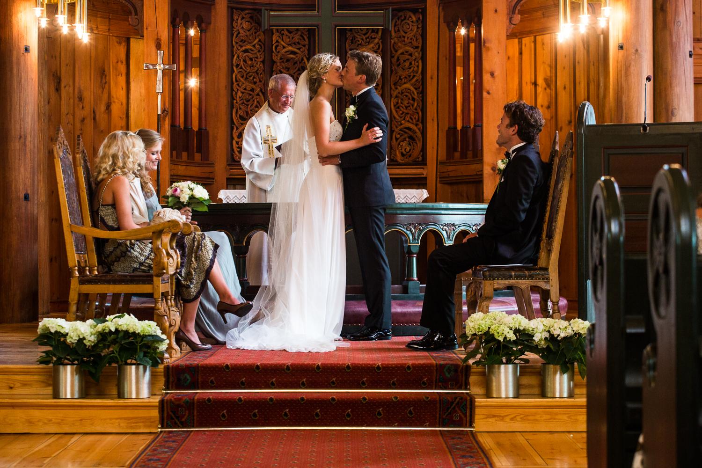 290815_fausko_holmenkollenkapell_øvresetertjern_lysebu_nina&kristian_bryllup-10.jpg