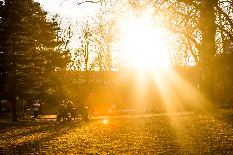 150316_fausko_oslo_sthanshaugen_solnedgang_landskap_mennesker.jpg