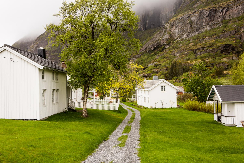 240516_fausko_lofotentravels_sørfugleøya_landskap_dokumentar-2.jpg