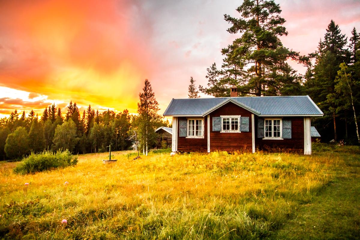 160718_fausko_sverige_malung_håberget_solnedgang_hytte_ildskyer_landskap_instacrop.jpg