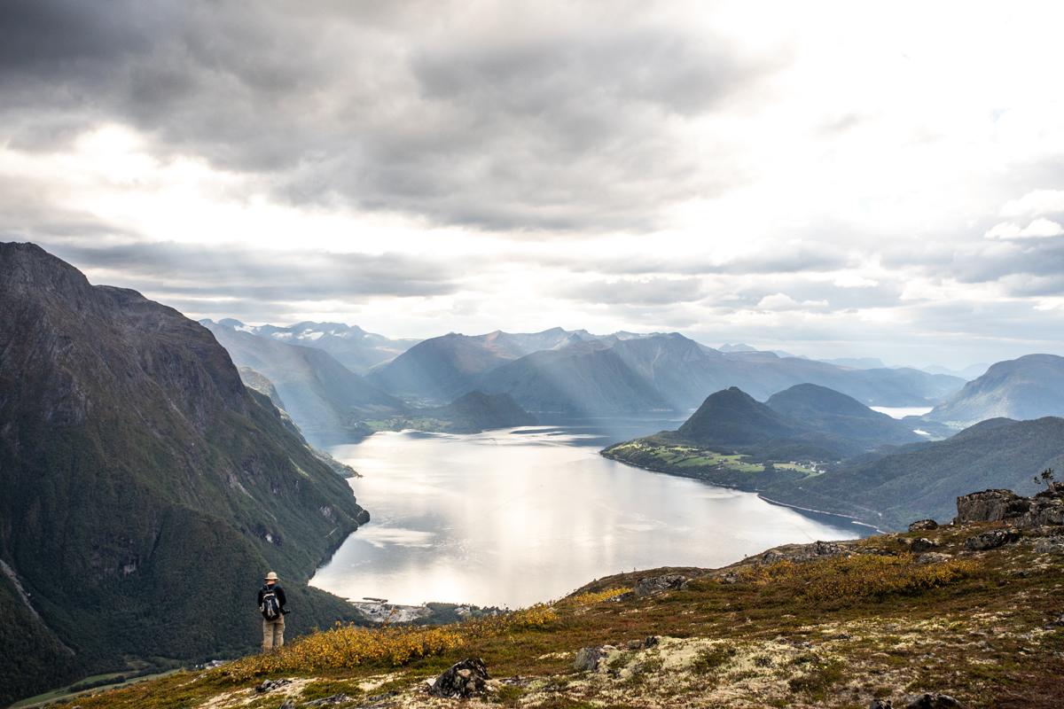 020918_fausko_romsdalen_romsdalseggen_hike_kyle_tyler_serine_joachim_landskap_dokumentar-14.jpg