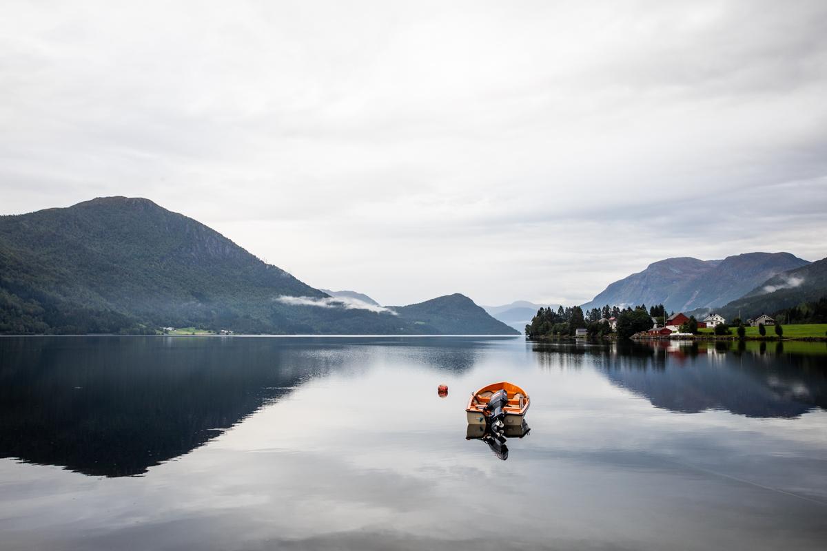 070918_fausko_loen_vestlandet_lovatnet_tyler_landskap_portrett-3.jpg
