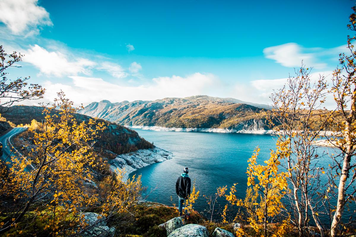 230918_fausko_bykle_høst_demningen_solnedgang_selvportrett_landskap-4.jpg