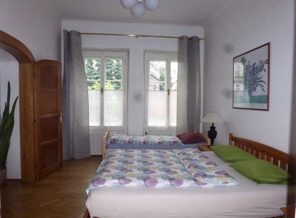P1240672 bedroom.jpg