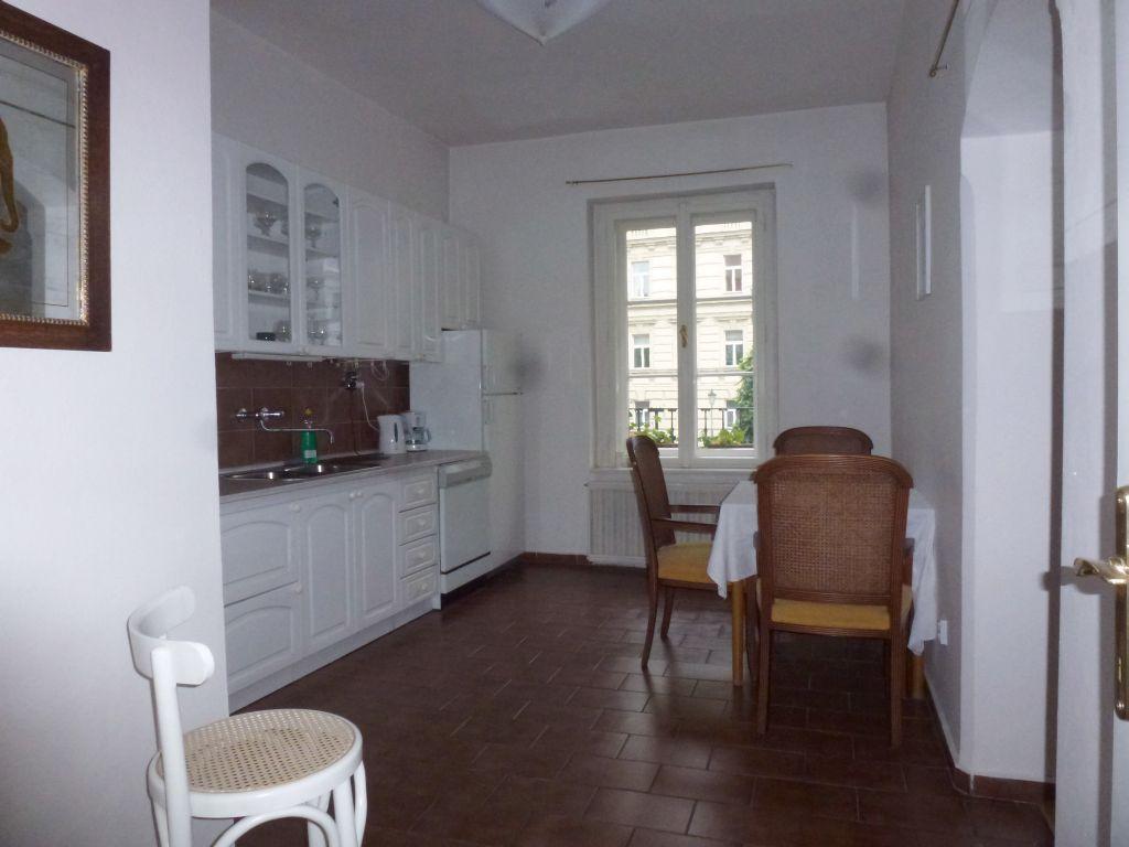 P1240680 kitchen.jpg