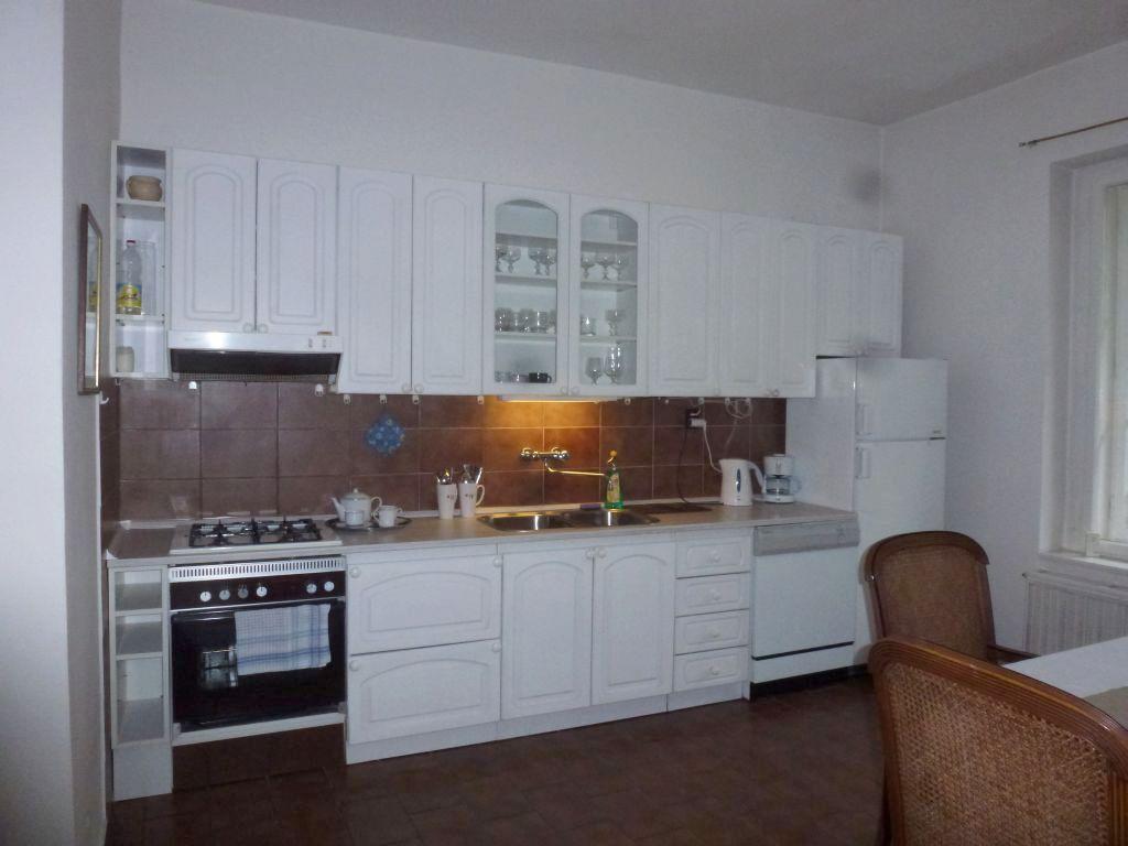 P1240683 kitchen equipement.jpg