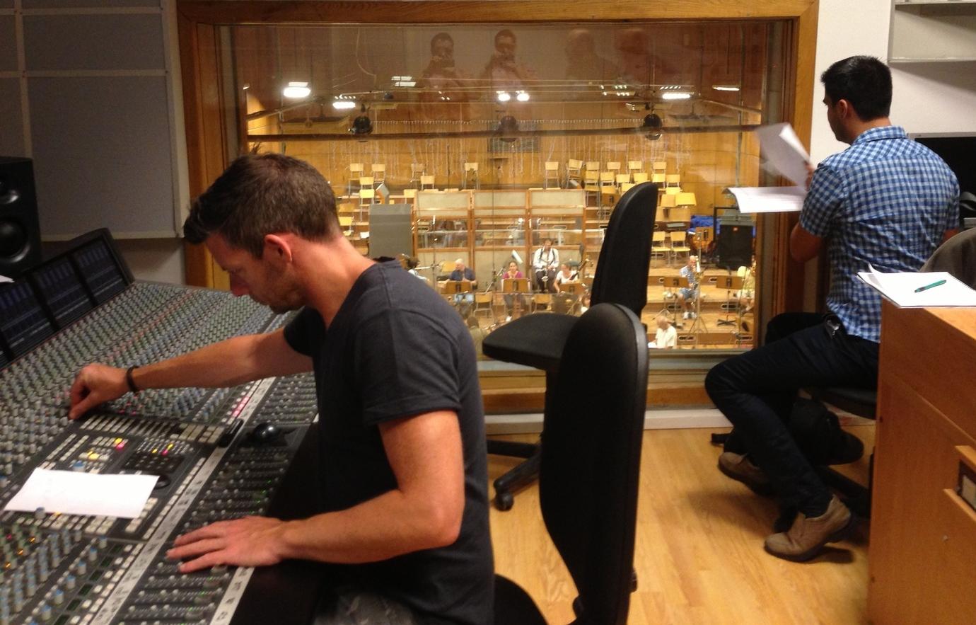 En la sesión de grabación de   Guten Tag, Ramón   (Sofia, Bulgaria 2013) Nick Wollage y Rodrigo Flores López.