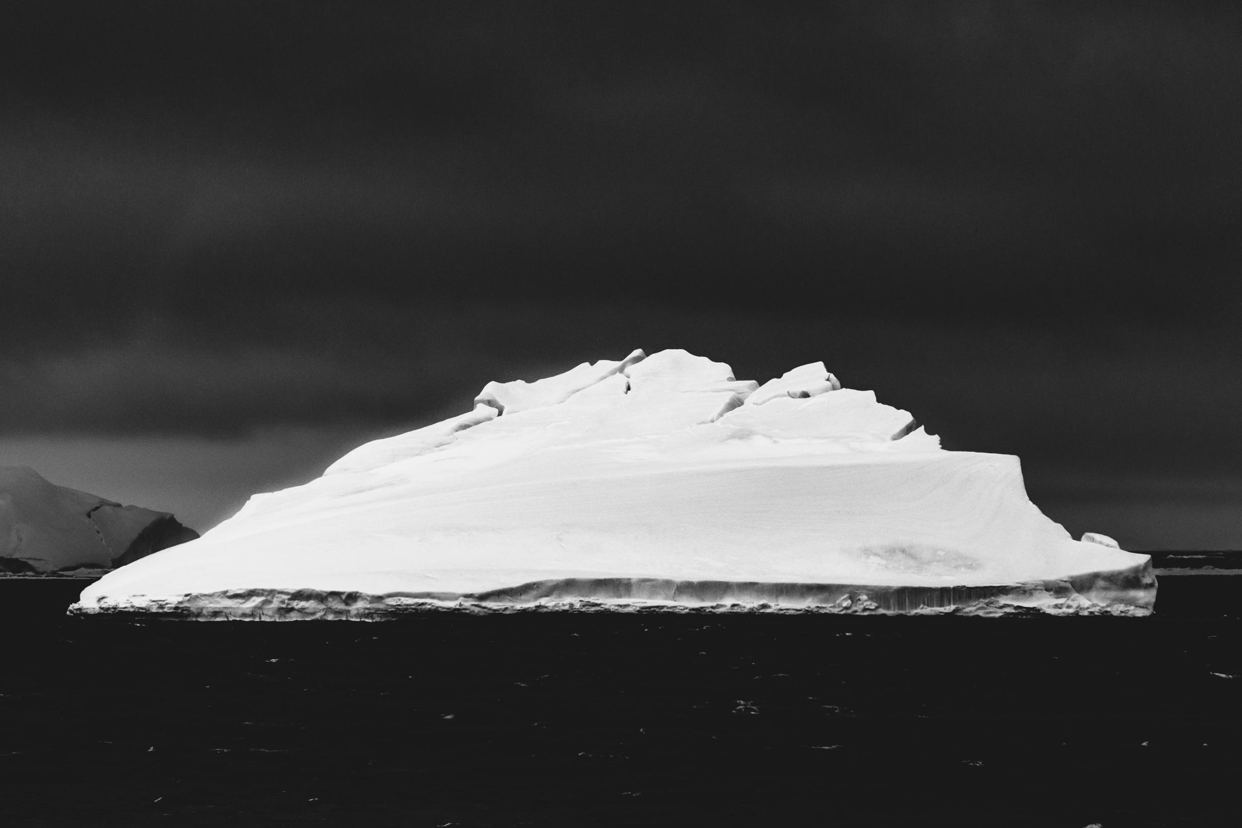 aqm-antartctica-noir-03.jpg