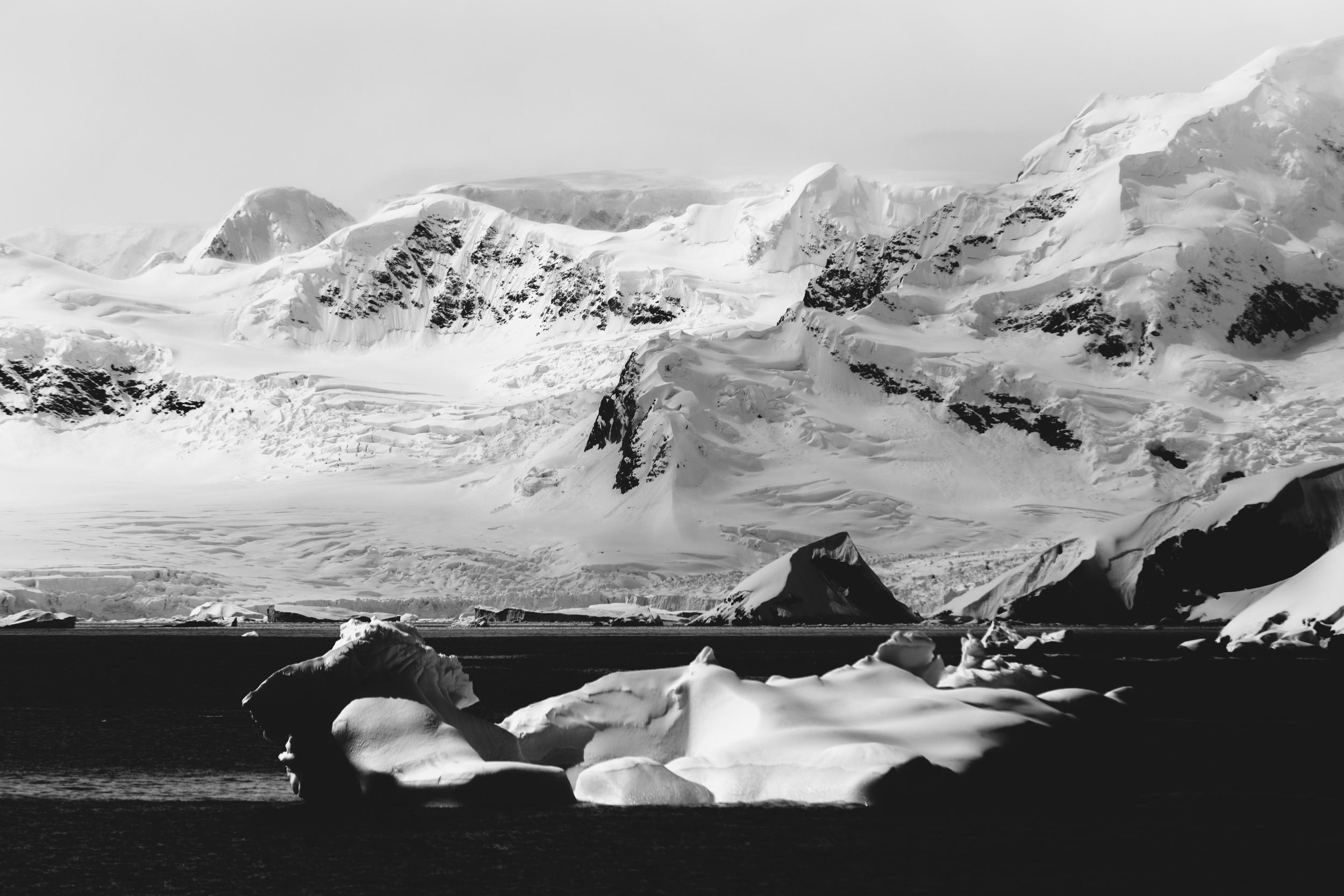 aqm-antarctica-noir-16.jpg