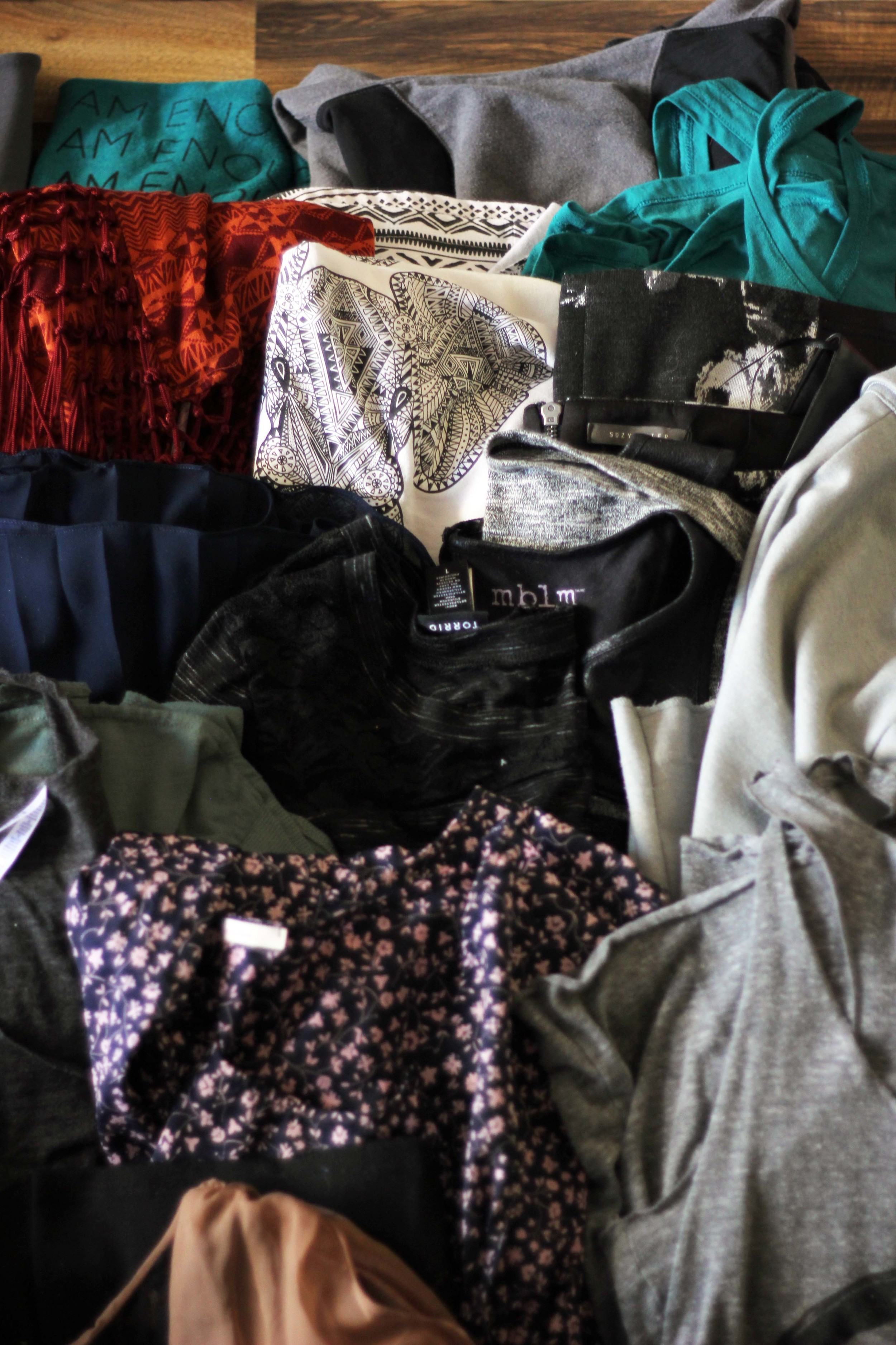 sorting my clothing to live a minimalist style