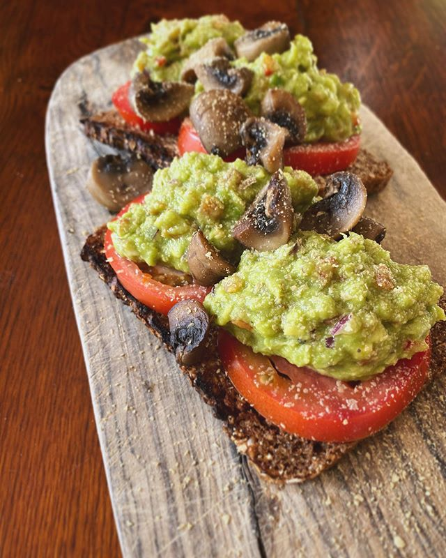 This mornings breakfast, a classic spicy smashed avocado on toast with some lightly poached mushrooms on rye bread. Delish!  #smashedavo #avocado #breakfast #smashedavocado #brunch #foodporn #foodie #vegan #smashedavocadotoast #smashedavocados #retreat