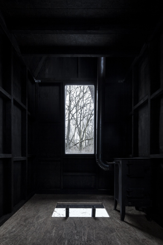 06_H3T_Flying_Black_House_BoysPlayNice.jpg