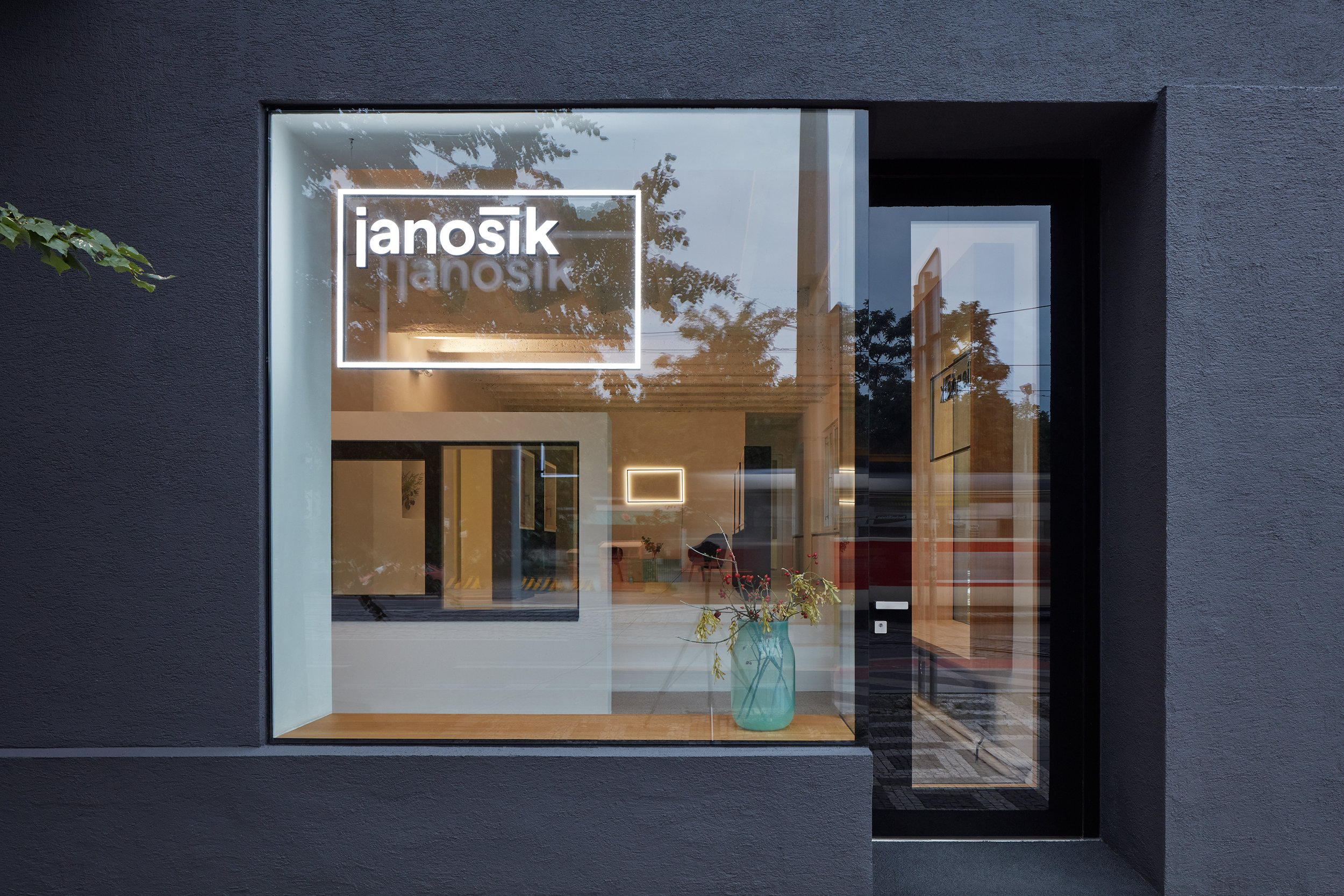 Mjolk_Janosik_Showroom_BoysplayNice_01.jpg