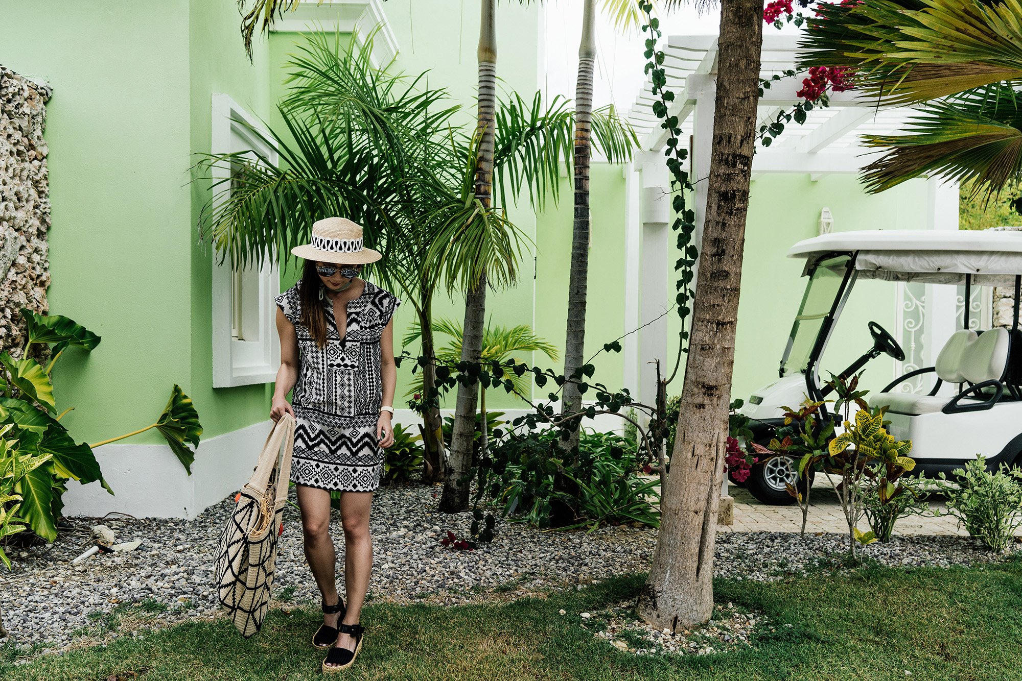 Madewell Tunic , Céline Sandals,  Sophie Anderson Tote ,  Eugenia Kim Hat