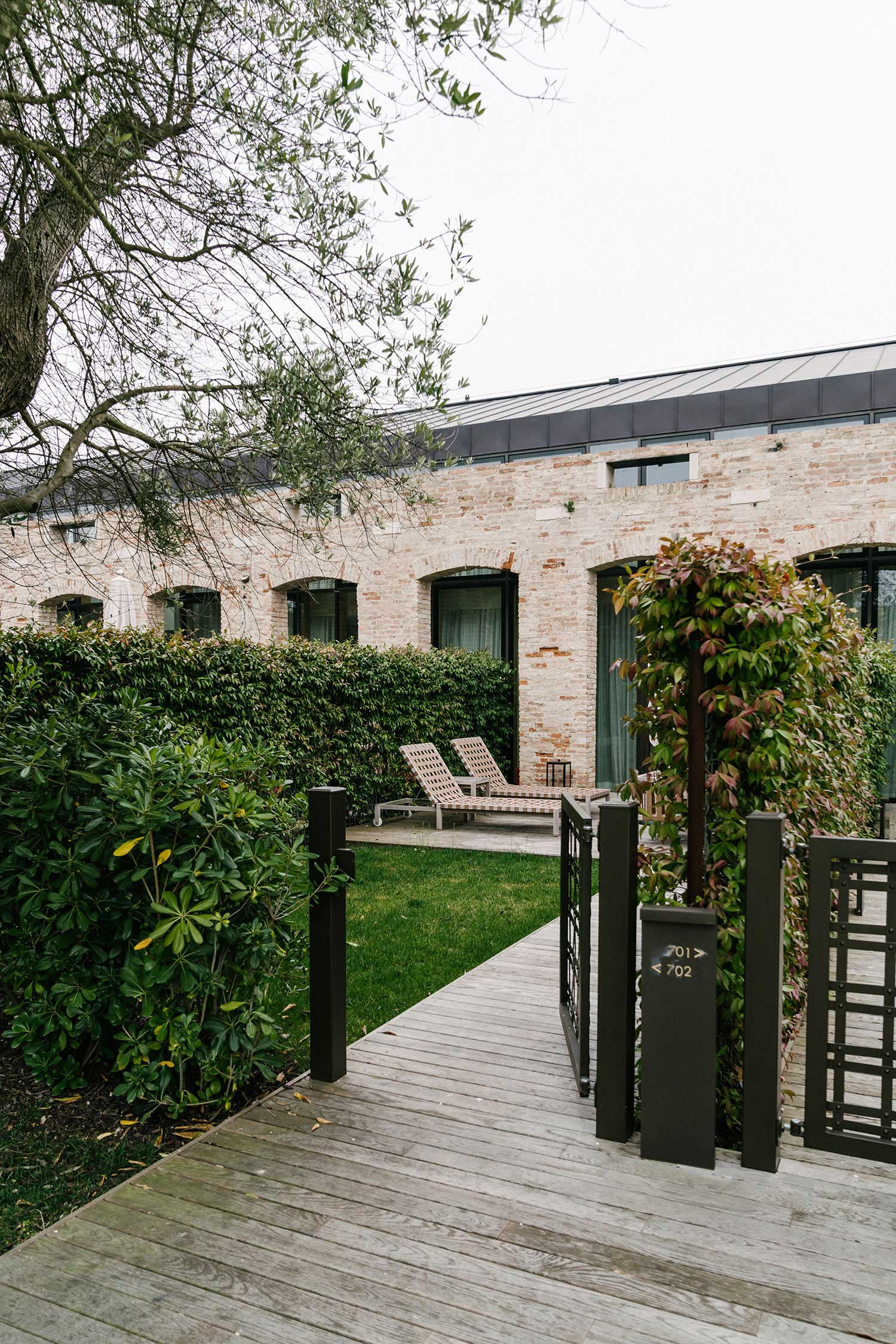 La Maisonette  lofts, a reinterpretation of an old brick building from the beginning of the 20th century