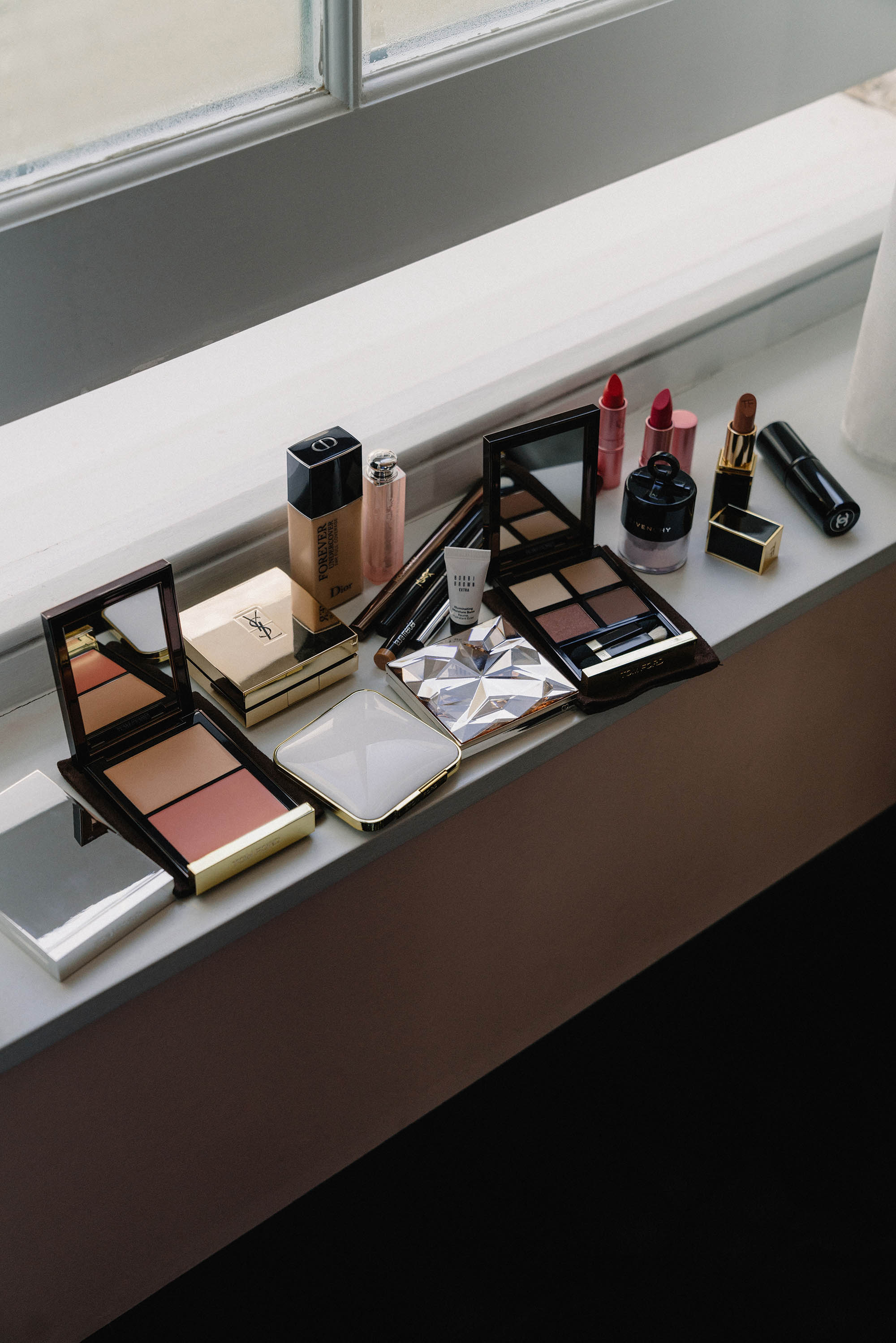 Tom Ford Compact ,  Tom Ford Blush ,  Dior Foundation ,  Dior Lip Glow ,  Bobbi Brown Balm ,  YSL Beauty Cushion Compact ,  Clé de Peau Highlighter ,  Givenchy Powder ,  Lipstick Queen Lipstick ,  Tom Ford Lipstick ,  Chanel Brush