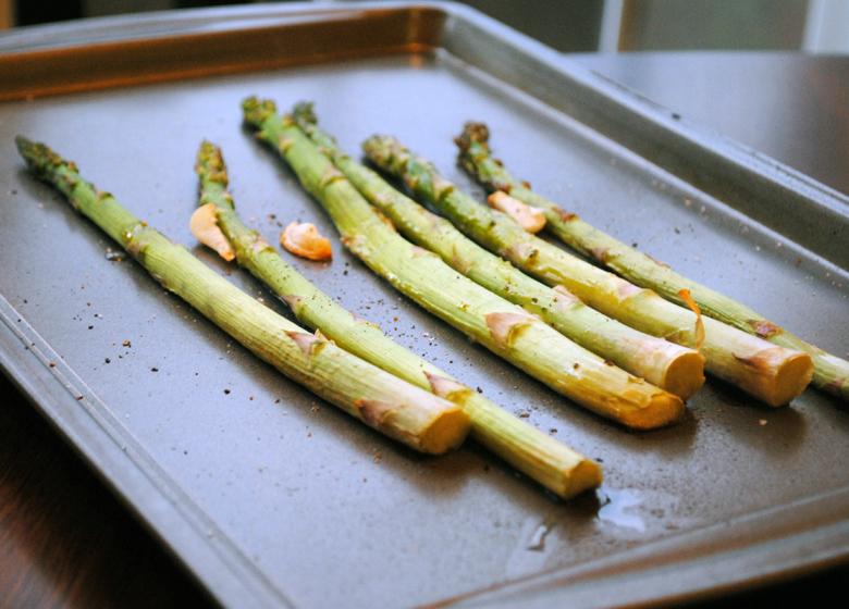 garlic-roasted-asparagus