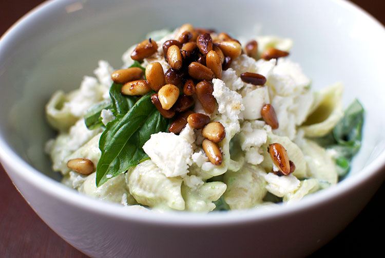 conchigliette-yogurt-peas-pine-nuts