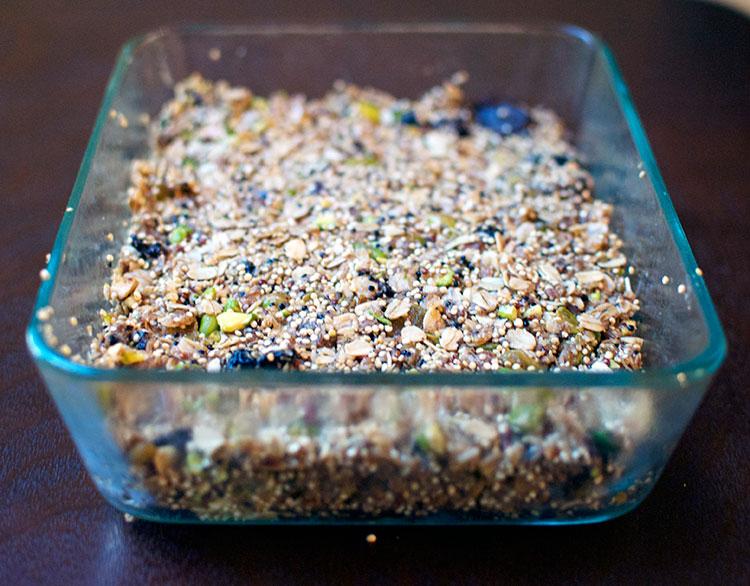 quinoa-pistachio-granola-bar