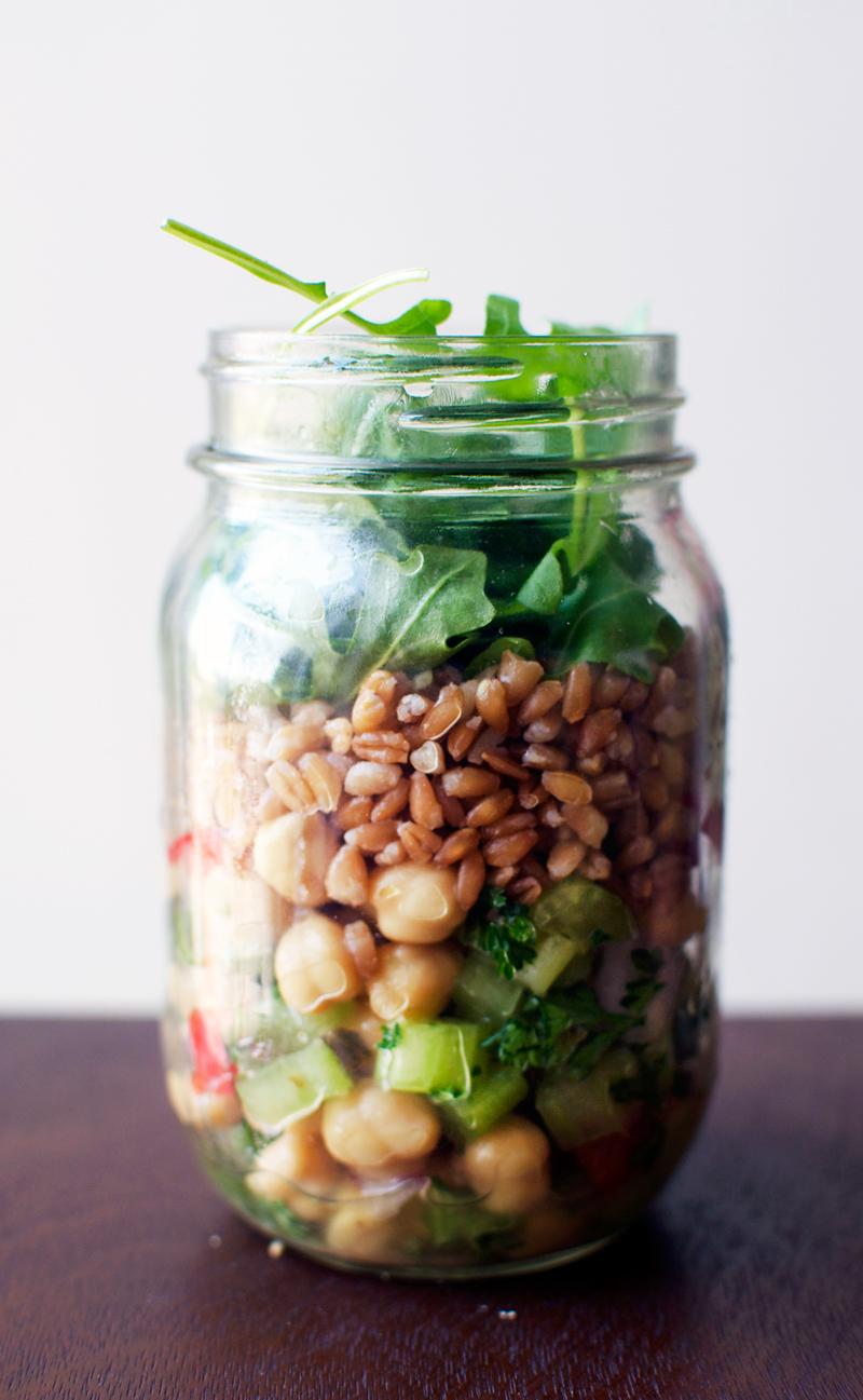 greek-style-mason-jar-salad