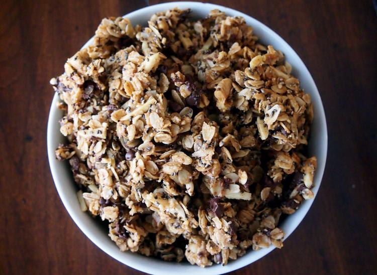 oatmeal-cookie-chia-granola