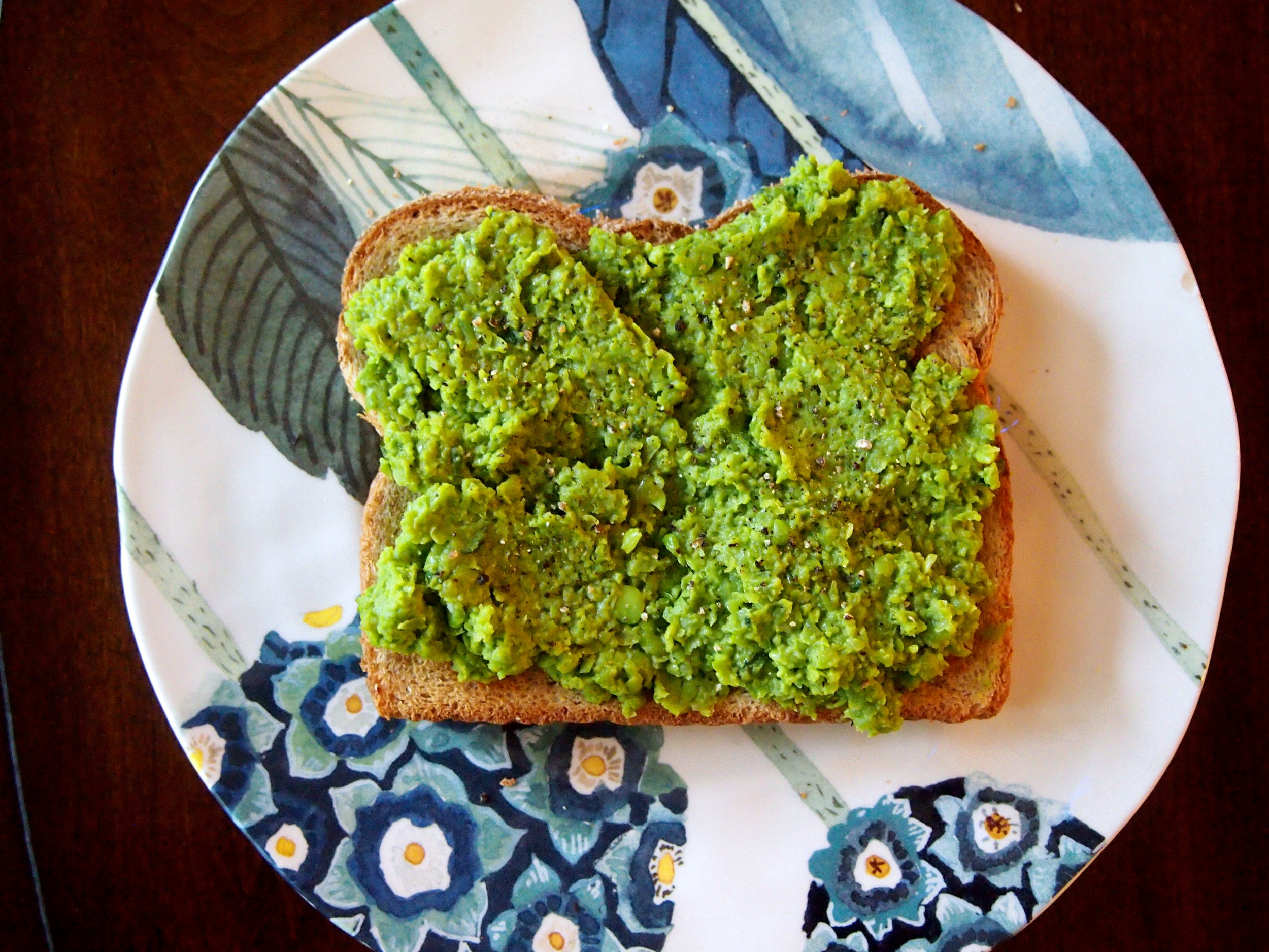 minty-smashed-peas-toast