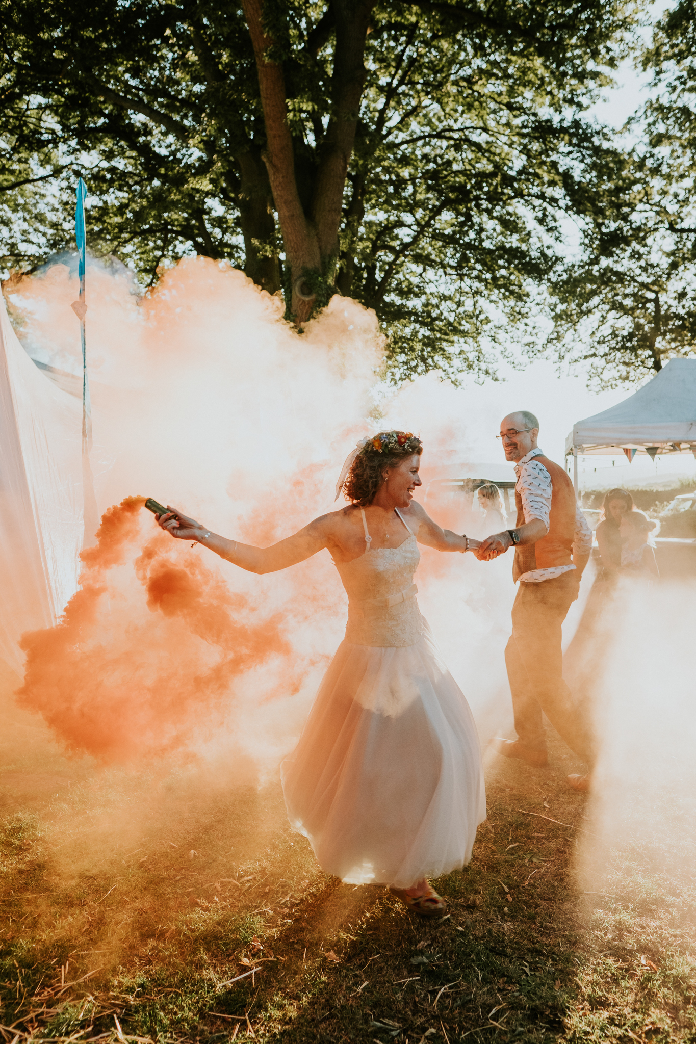 40 Festival wedding smoke bombs fun creative cool joanna nicole photography3.jpg