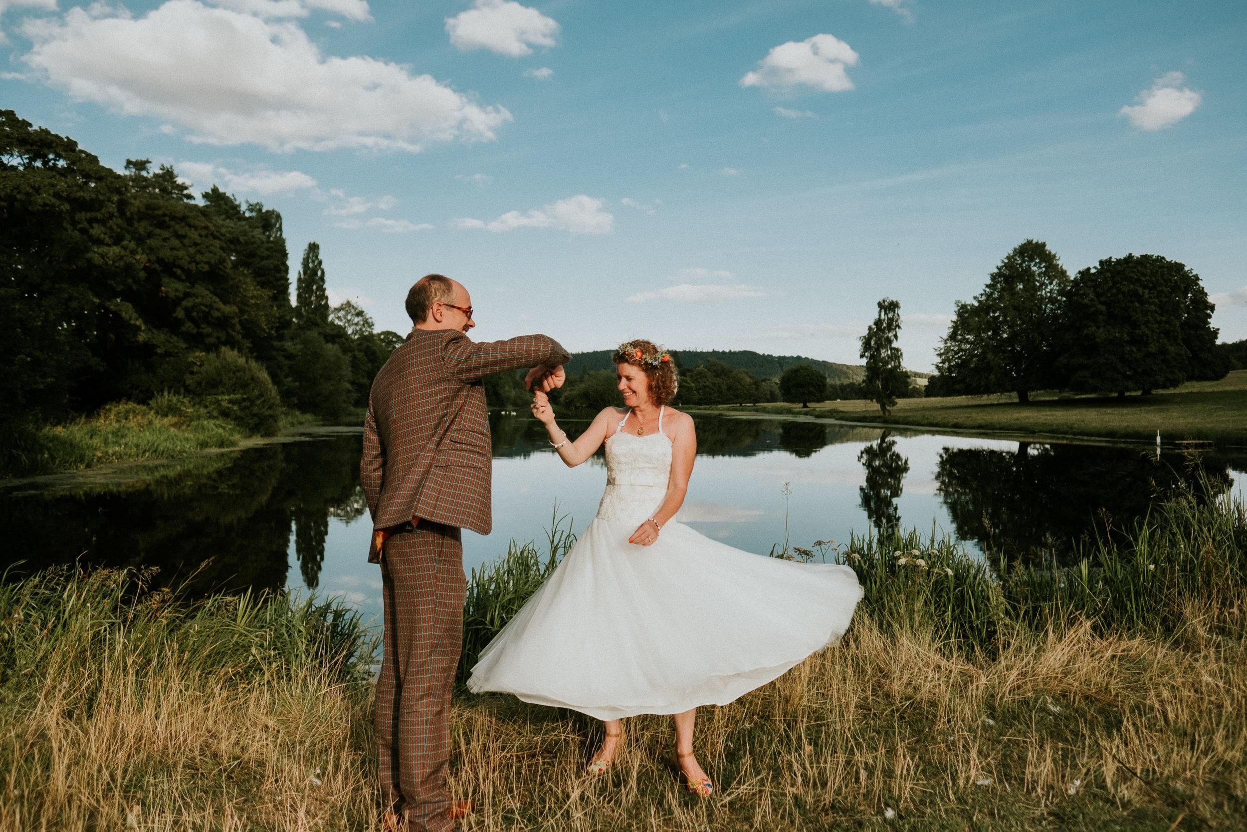 60 Festival wedding smoke bombs fun creative cool joanna nicole photography1.jpg