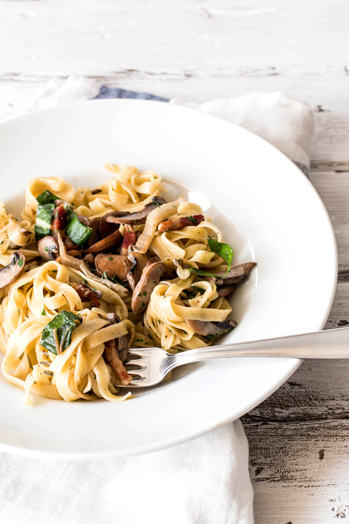 FOTO VÍA SAVORY NOTHINGS.   MUSHROOMS AND SWISS CHARD TAGLIATELLE
