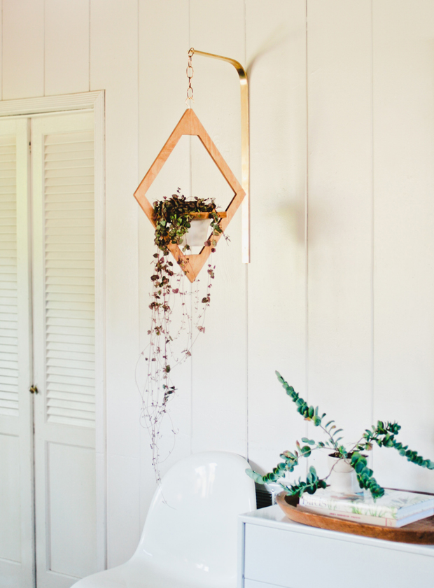 English Ivy is the perfect pick for anfor a hanging planter. Image Source: The Jungalow