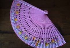 - Mexican women still carry these frequently