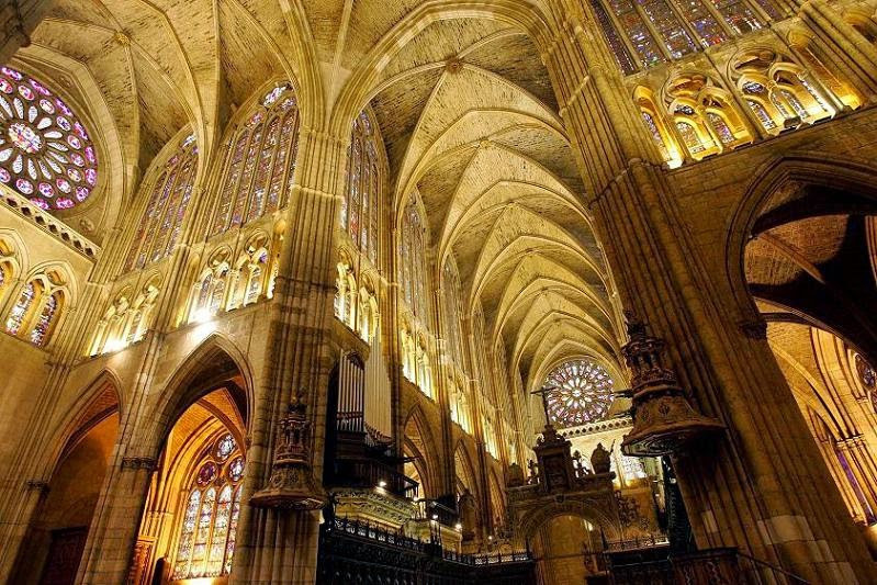 Cathedral.ventanas.mexico.jpg