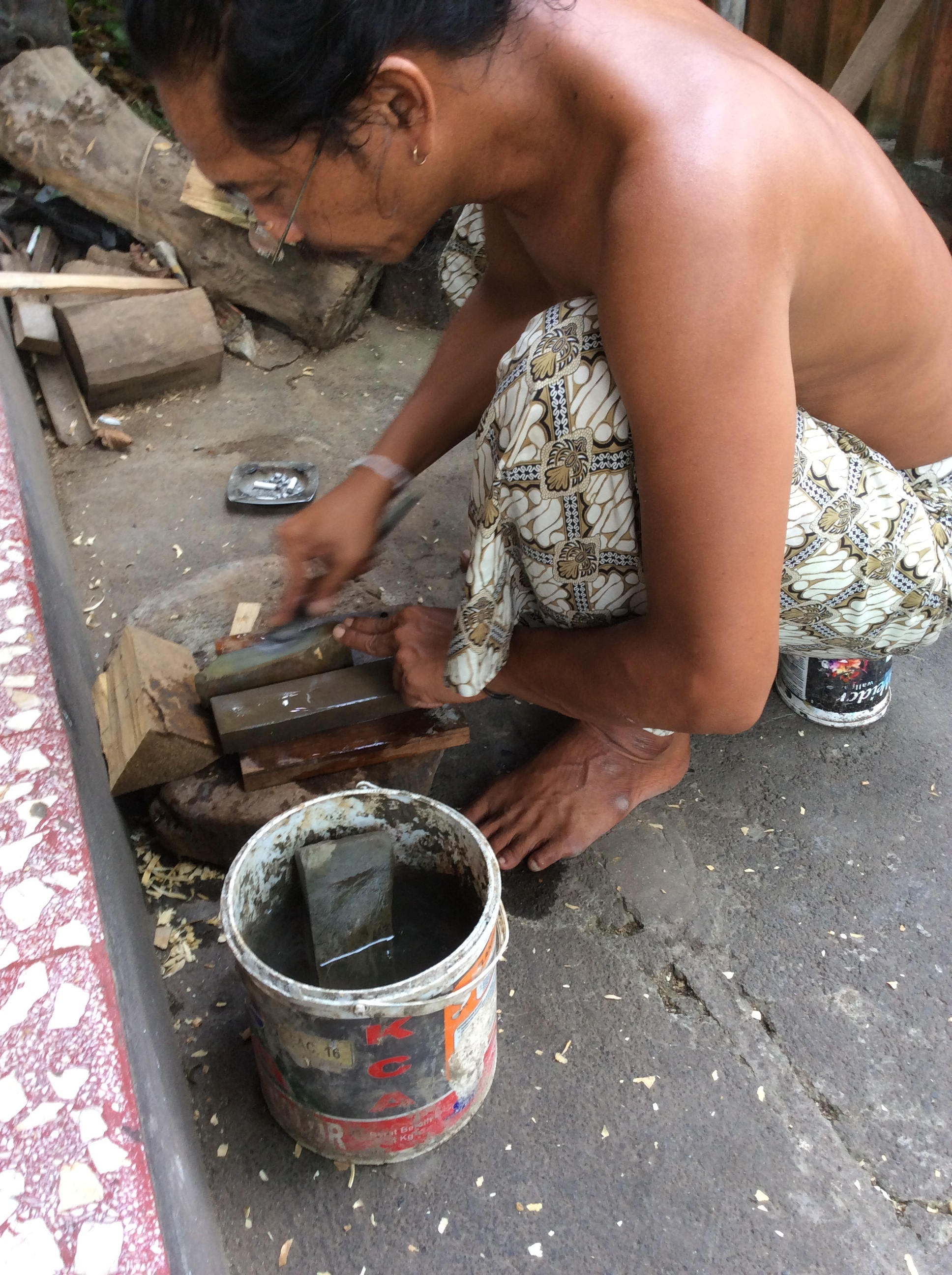 Tool sharpening in Bali is very different than what we do here. It seems as if the stones are sort of in between oil stones and water stones. They are softer than oil stones but used with water. There is no slurry from the stone like when you use a water stone.
