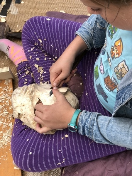 Echo mastered the use of the finishing knives very quickly. It is a bit tricky but this picture shows her safe and efficient use of the tool.