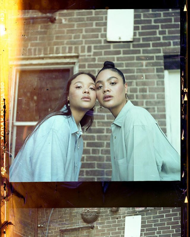 SISTER SISTER 💜 on citas . P.S. So it took me five hours trying to reel this film in the spool ... I got finger prints and light leaks cuz I got so frustrated had to cut the film in half cut 2 frames down the middle but at least it added some character to it lol . ============================== . Music producer: @Junejisslemusic . Film photographer: @junejisslefilm (Yashica Mat LM • Kodak Portra 160 || Pentax 67 • Lomo 100) . Videographer: @Junejissle . . . . . #film #BuyFilmNotMegapixels #analogportraits #buyfilmnotmegapixels #filmphotography #filmfeed #filmisnotdead #staybrokeshootfilm #analog #mediumformat #ishootfilm #thefilmcommunity #filmcamera #keepfilmalive #analogphotography #istillshootfilm #analogue #analoguevibes #believeinfilm #analogfeatures #120film #filmisalive #filmcommunity #shootitwithfilm #goldmoony #afilmcosmos #filmwave