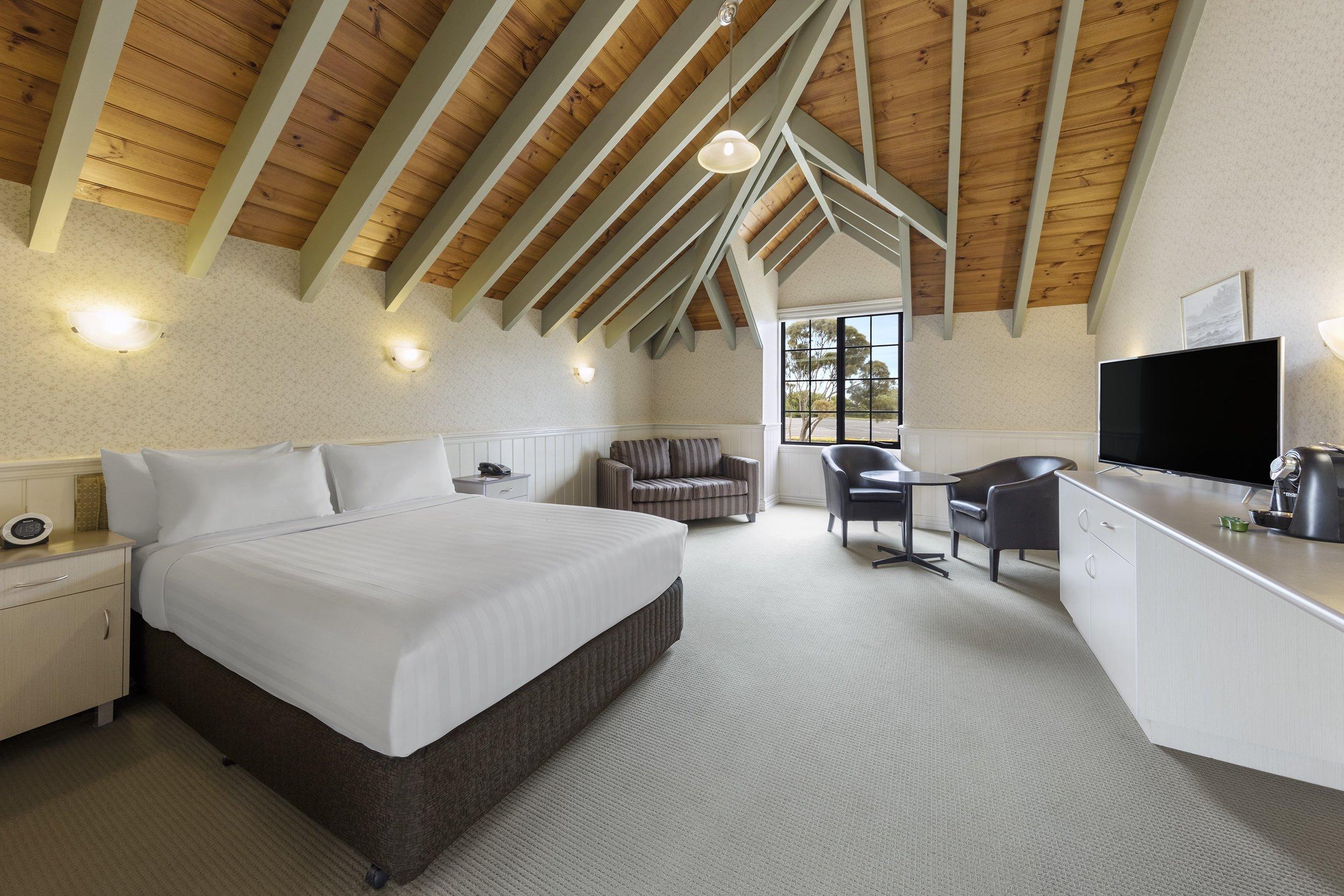 best-western-olde-maritime-warrnambool-hotel-accommodation-deluxe-spa-1.jpg
