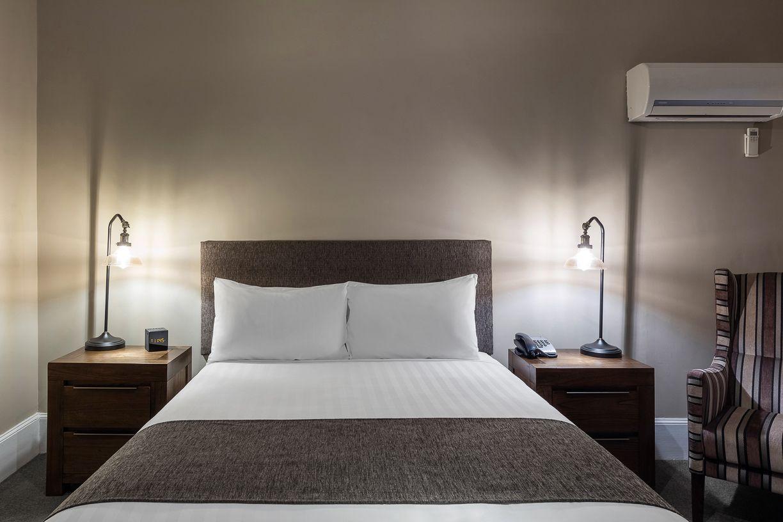 best-western-olde-maritime-warrnambool-hotel-motel-accommodation-luxury-heritage-queen-room4.jpg