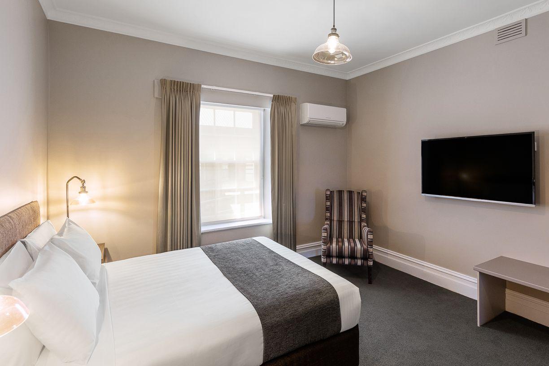 best-western-olde-maritime-warrnambool-hotel-motel-accommodation-luxury-heritage-queen-room11.jpg