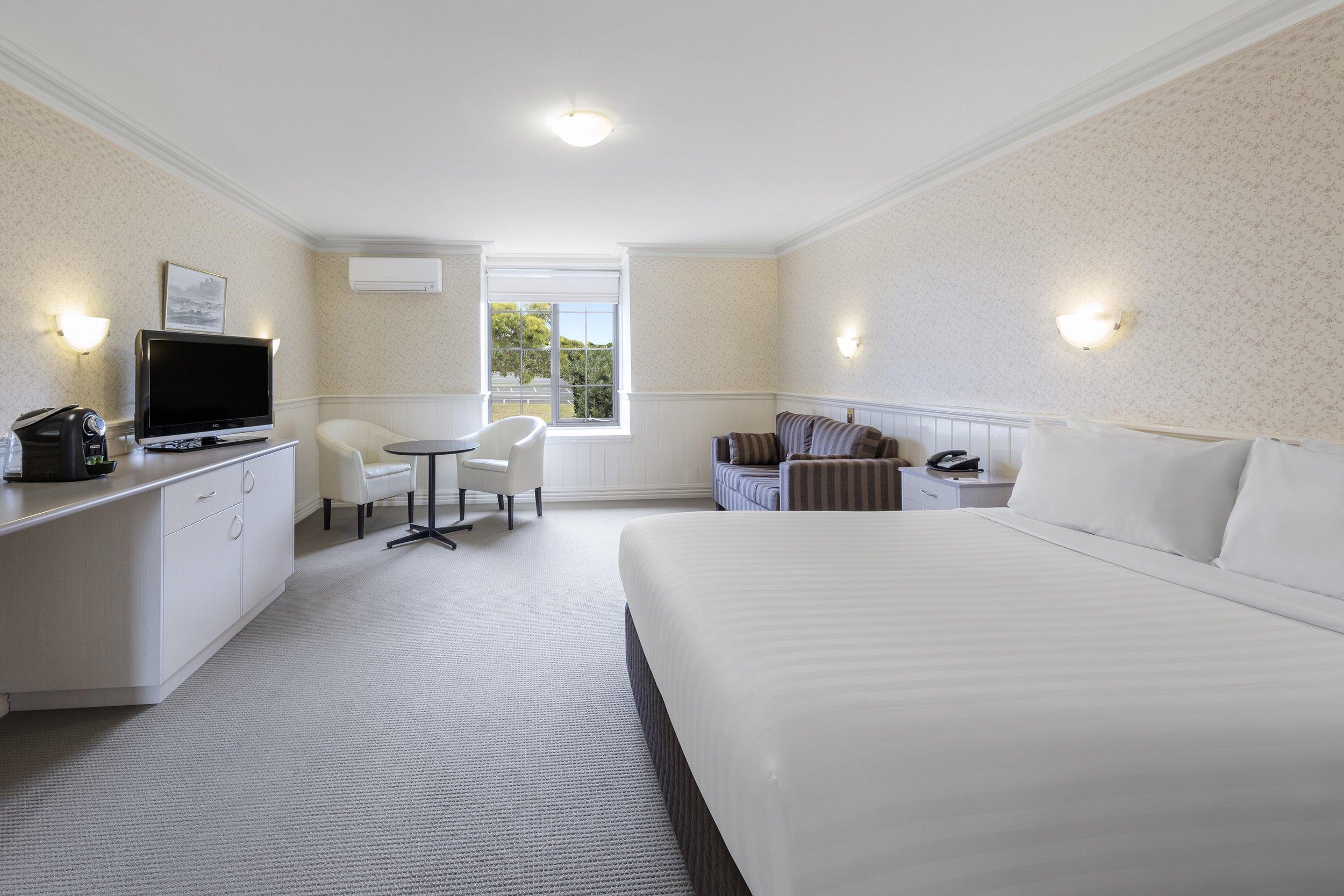 best-western-olde-maritime-warrnambool-hotel-accommodation-deluxe-spa-03.jpg