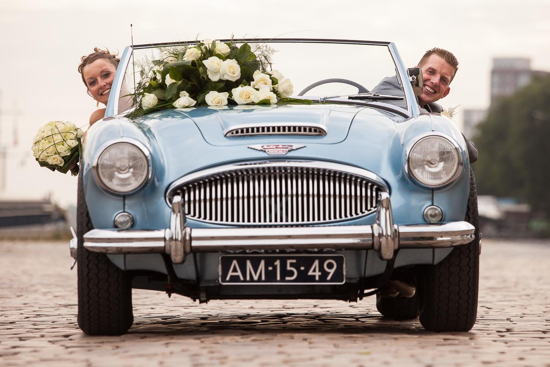 Gisteren was de dag van Jacco & Dirma. Na 8 jaar samen hebben zij elkaar het JA-woord gegeven. Het burgelijk huwelijk werd gesloten in het gemeentehuis van Hattem en de kerkelijke inzegening vond plaats in Zalk, aan de zuidzuide van de IJssel en toch nog in Overijssel... Deze bruidreportage startte om 6 uur 's morgens en duurde tot en met het feest. De foto is gemaakt in Kampen. Het E-lay trouwalbum van Verka, zal nog even op zich laten wachten, maar op veler verzoek hier alvast ' a little taster'.