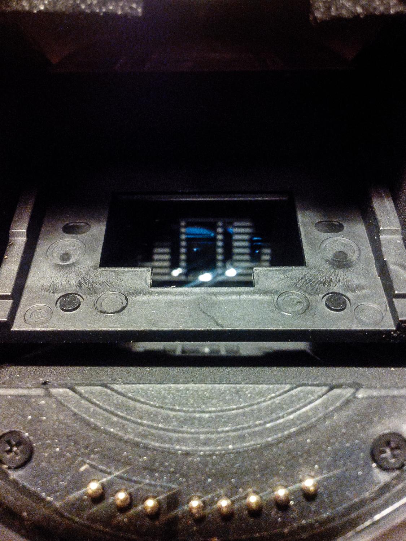 Een spiegel-loze 'spiegelreflex' camera. Foto gemaakt met telefoon Durrocomm XWT5 (in Heino ook wel koelkast genoemd).