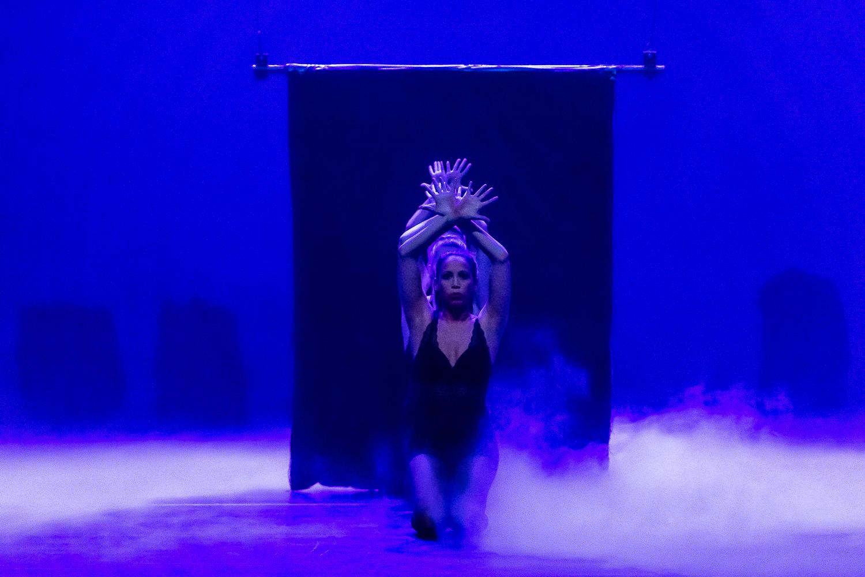 Anouk de Ruiter, Nadia Peeters en Elles Matualatupauw verzorgden de dans.
