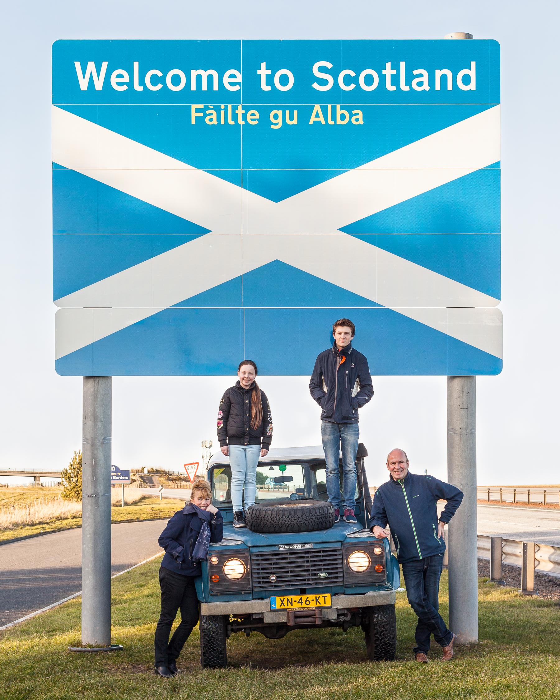 Niet eerder had ik me gerealiseerd dat de kleur van de Land Rover zo goed bij Schotland past.