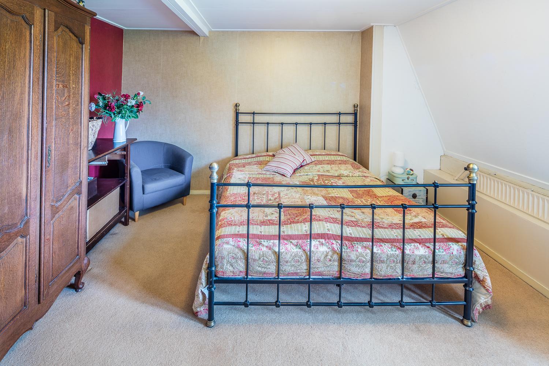 Ruime slaapkamer aan de voorzijde