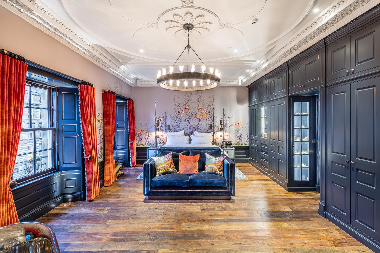 De Master Bedroom van een townhouse in het centrum van Edinburgh in opdracht van Incognito Heat Co, specialist in underfloor heating en  heat pumps Scotland .