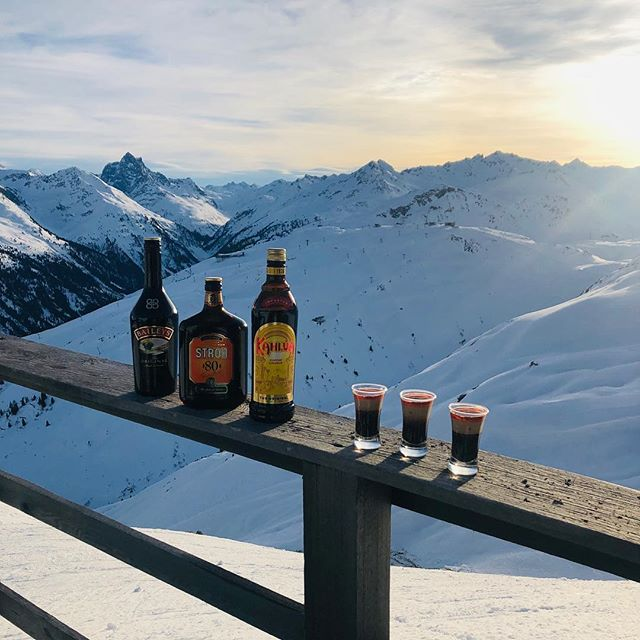 B52 at 2800m . . . #hornybstyle #bedifferent #beauthentic #betrue #stantonamarlberg #kahlua #stroh80 #baileys #goodlife #kapall #funk #likeforlikes #follow4follow #love #nightlife #partyhard #overandout