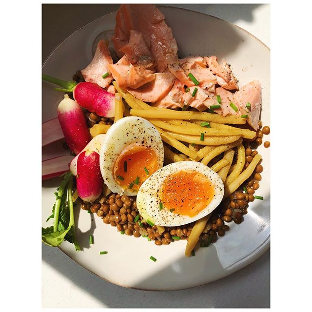 Lentil niçoise with salmon and radishes ❤️