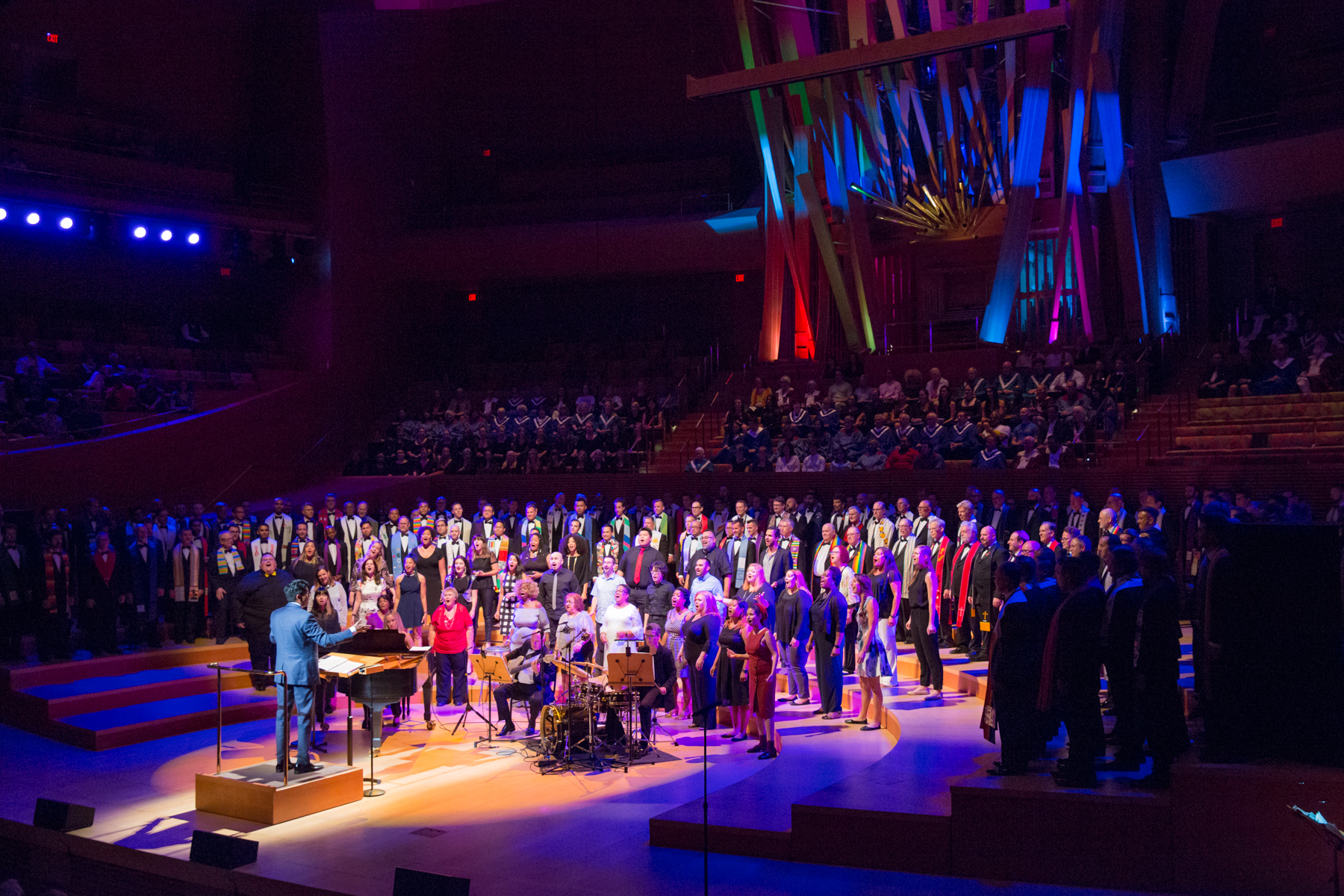 """Selah Gospel Choir sings with GMCLA - ' WE HOPE TO HEAL': Gay Mens Chorus Teams with Religious  groups for a night of singing and reflecting in """"I Rise""""!"""