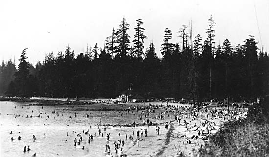 Second Beach Pool circa 1923. (click on images to enlarge)